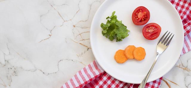 Co się dzieje, gdy mocno obniżamy kalorie w diecie?