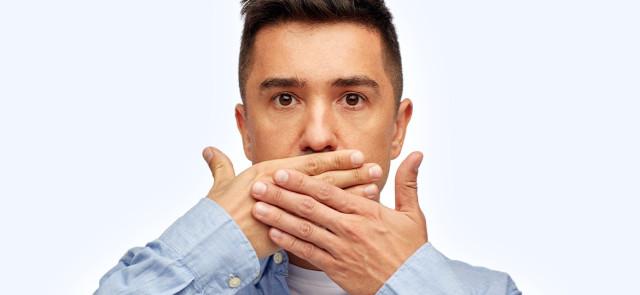 Zapach kału z ust – co zrobić, gdy Twój oddech pachnie jak odchody?